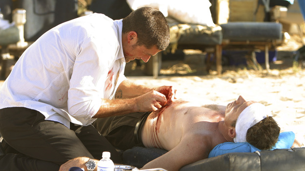 100940_6612 -- LOST - EPISODE 101 &quot;TABULA RASA&quot; (ABC/MARIO PEREZ)MATTHEW FOX, FREDERIC LANE