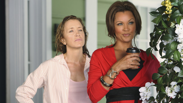 "DESPERATE HOUSEWIVES - ""The Thing That Counts is What's Inside"" - Susan is horrified when she discovers that she has become the face of the provocative internet company she's been secretly working for and is now the cover model for their outdoor billboard ads; Gabrielle tells her coveted secret to the ladies; Renee finds out that Bree is a grandmother and uses it to her advantage in an attempt to steal Keith away and have him for herself; Lynette takes advantage of daughter Penny's generous offer to help  look after the baby; and Paul purchases the home he shared with Mary Alice, against wife Beth's wishes, on ""Desperate Housewives,"" SUNDAY, OCTOBER 17 (9:00-10:01 p.m., ET) on the ABC Television Network. (ABC/CRAIG SJODIN)FELICITY HUFFMAN, VANESSA WILLIAMS"