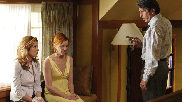 "DESPERATE HOUSEWIVES - ""Desperate Housewives"" concludes the season in fitting fashion with a dramatic two-hour Season Finale, SUNDAY, MAY 18 (9:00-11:00 p.m, ET) on the ABC Television Network. In the second hour, ""Free"" (10:00-11:00 p.m.), Wayne Davis holds Bree and his ex-wife Katherine hostage. (ABC/CRAIG SJODIN) DANA DELANY, MARCIA CROSS, GARY COLE"
