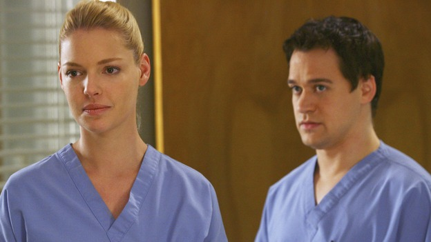 "GREY'S ANATOMY - ""Great Expectations"" - While rumors of the Chief's departure spread among the hospital staff, Bailey proposes the creation of a free clinic, and a Seattle Grace doctor receives a proposal of a different sort, on ""Grey's Anatomy,"" THURSDAY, JANUARY 25 (9:00-10:01 p.m., ET) on the ABC Television Network. (ABC/SCOTT GARFIELD)KATHERINE HEIGL, T.R. KNIGHT"