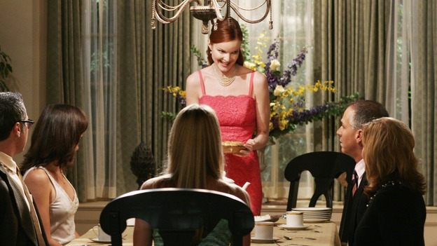 "DESPERATE HOUSEWIVES - ""That's Good, That's Bad"" - Lynette takes charge of office politics, Gabrielle is jealous of Carlos' new 'holier-than-thou' confidante, and Betty tries to help Caleb, on ""Desperate Housewives,"" SUNDAY, NOVEMBER 27 (9:00-10:01 p.m., ET) on the ABC Television Network. (ABC/RON TOM)MARCIA CROSS"