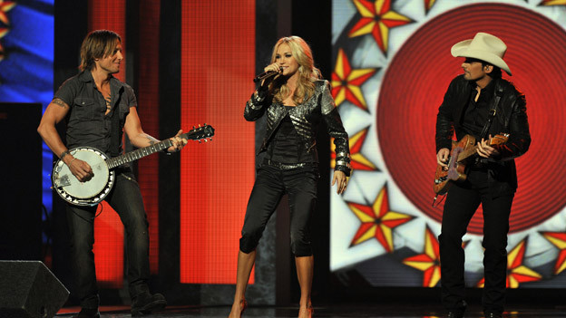 "THE 44TH ANNUAL CMA AWARDS - THEATRE - ""The 44th Annual CMA Awards"" were broadcast live from the Bridgestone Arena in Nashville, WEDNESDAY, NOVEMBER 10 (8:00-11:00 p.m., ET) on the ABC Television Network. (ABC/KATHERINE BOMBOY)KEITH URBAN, CARRIE UNDERWOOD, BRAD PAISLEY"