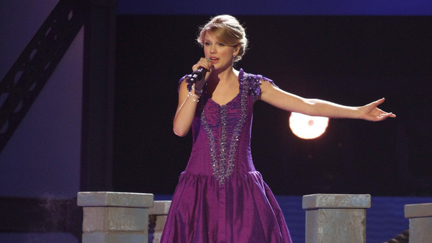 "THE 42ND ANNUAL CMA AWARDS - THEATRE - ""The 42nd Annual CMA Awards"" aired live from the Sommet Center in Nashville, WEDNESDAY, NOVEMBER 12 (8:00-11:00 p.m., ET) on the ABC Television Network. (ABC/CHRIS HOLLO)TAYLOR SWIFT"