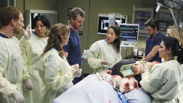 "GREY'S ANATOMY - ""These Ties That Bind"" - The team of doctors at Seattle Grace works on a new trauma patient, on ""Grey's Anatomy,"" THURSDAY, NOVEMBER 13 (9:00-10:01 p.m., ET) on the ABC Television Network. (ABC/CRAIG SJODIN) KEVIN MCKIDD, SARA RAMIREZ, ELLEN POMPEO, ERIC DANE, SANDRA OH, PATRICK DEMPSEY, MELISSA GEORGE (OBSCURED)"