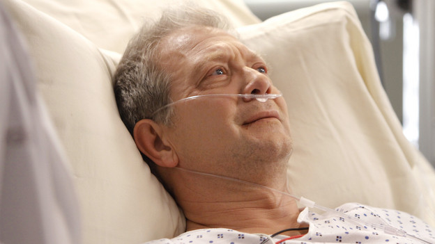 "GREY'S ANATOMY - ""Tainted Obligation"" - When Meredith and Lexie's father, Thatcher, returns to the hospital with a failed liver, it's up to Meredith to save his life. Meanwhile, Izzie empathizes with a patient riddled with tumors, as Mark, annoyed with Cristina's competitive zeal, tricks her into assisting on an unusual surgery, on ""Grey's Anatomy,"" THURSDAY, OCTOBER 8 (9:00-10:01 p.m., ET) on the ABC Television Network. (ABC/MICHAEL DESMOND)JEFF PERRY"