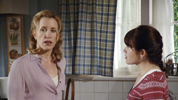 "DESPERATE HOUSEWIVES - ""COME BACK TO ME"" (ABC/DANNY FELD) FELICITY HUFFMAN, MARLA SOKOLOFF"