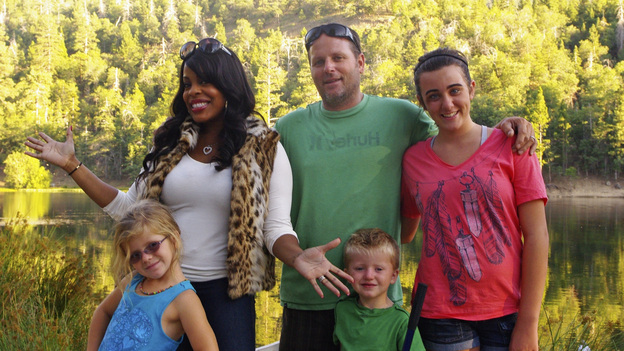"CELEBRITY WIFE SWAP - ""Niecy Nash / Tina Yothers"" - Actress/comedienne and web host Niecy Nash (Yahoo's ""Let's Talk About Love,"" ""Reno 911!,"" ""Clean House"") claims that it takes a village to raise a diva and hopes her new family won't be an outdoor one, unless it involves lying on a yacht. The actress/rock singer and nature-loving Tina Yothers (best known for her role on ""Family Ties"") considers her biggest achievement to be a wife and stay-at-home mom who enjoys cooking meals with fresh ingredients from the family garden. The worlds of these two celebrity wives are turned upside down when they agree to swap families for one week, on ""Celebrity Wife Swap,"" TUESDAY, JANUARY 17 (9:00-10:00 p.m., ET) on the ABC Television Network. (ABC/DAVE CASELLA)LILLY KAISER, NIECY NASH, ROBERT KAISER, BOBBY KAISER, SARAH"