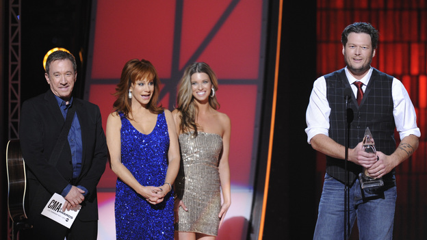 "THE 46TH ANNUAL CMA AWARDS - THEATRE - ""The 46th Annual CMA Awards"" airs live THURSDAY, NOVEMBER 1 (8:00-11:00 p.m., ET) on ABC live from the Bridgestone Arena in Nashville, Tennessee. (ABC/KATHERINE BOMBOY-THORNTON)TIM ALLEN, REBA, BLAKE SHELTON"