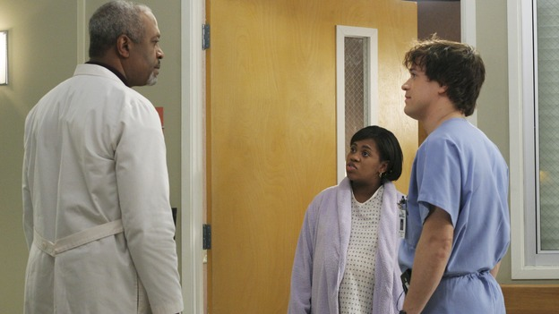 "GREY'S ANATOMY - ""It's the End of the World (As We Know It)""(ABC/KAREN NEAL)JAMES PICKENS, JR., CHANDRA WILSON, T.R. KNIGHT"