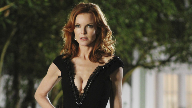 "DESPERATE HOUSEWIVES - ""Truly Content"" - Susan discovers that some of her best, sexy internet show moves are being copied by a competitor; Gabrielle hires a private detective to look into an important matter, unbeknownst to Carlos; Lynette is stunned when Tom's doctor prescribes a rather unorthodox remedy for his depression; and Renee invites a reluctant Bree to go clubbing with her to engage in some local man-hunting, on ""Desperate Housewives,"" SUNDAY, OCTOBER 10 (9:00-10:01 p.m., ET) on the ABC Television Network. (ABC/RON TOM)MARCIA CROSS"