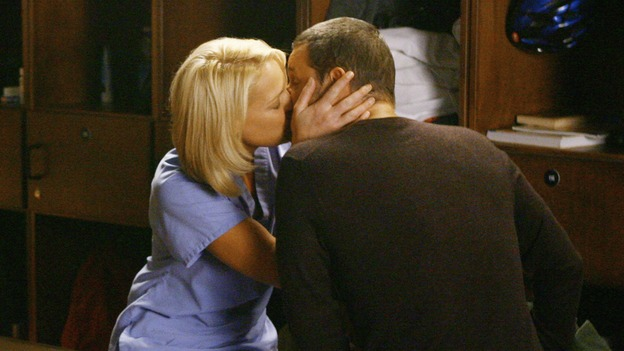 "GREY'S ANATOMY - ""Rise Up"" - Izzie and Alex share a kiss by the lockers, on ""Grey's Anatomy,"" THURSDAY, NOVEMBER 6 (9:00-10:01 p.m., ET) on the ABC Television Network. (ABC/SCOTT GARFIELD) KATHERINE HEIGL, JUSTIN CHAMBERS"