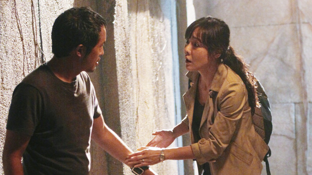"LOST - ""Sundown"" - Sayid is faced with a difficult decision, and Claire sends a warning to the temple inhabitants, on ""Lost,"" TUESDAY, MARCH 2 (9:00-10:00 p.m., ET) on the ABC Television Network. (ABC/MARIO PEREZ)KEN LEUNG, YUNJIN KIM"