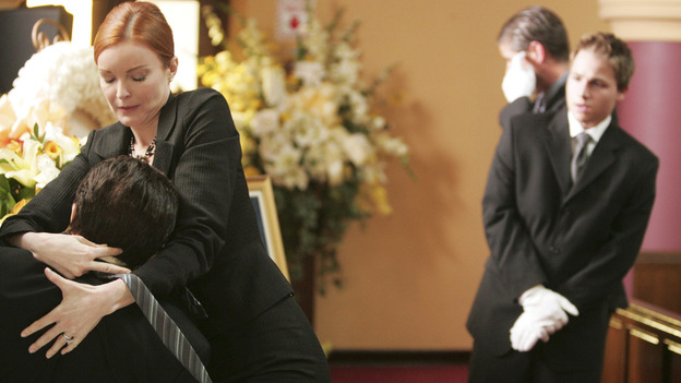 DESPERATE HOUSEWIVES &quot;Next&quot; - Bree ties Rex a new tie, while Andrew looks on in horror - (ABC/VIVIAN ZINK) MARCIA CROSS, SHAWN PYFROM