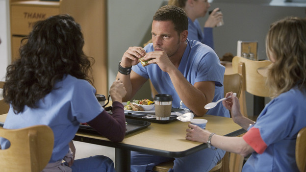 "GREY'S ANATOMY - ""New History""- When Owen recruits his fellow Iraqi War vet, Dr. Teddy Altman, as the new cardiothoracic surgeon, Cristina questions Teddy's abilities in the OR and the nature of their past relationship. Meanwhile Izzie returns to Seattle Grace with her high school mentor seeking treatment for his dementia, and the stress of Richard's responsibilities, post-merger, are taking their toll, on ""Grey's Anatomy,"" THURSDAY, NOVEMBER 12 (9:00-10:01 p.m., ET) on the ABC Television Network. (ABC/RANDY HOLMES)SANDRA OH, JUSTIN CHAMBERS, ELLEN POMPEO"