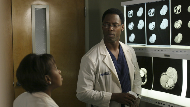"101835_7943 -- GREY'S ANATOMY -- ""If Tomorrow Never Comes"" (ABC/SCOTT GARFIELD)CHANDRA WILSON, ISAIAH WASHINGTON"