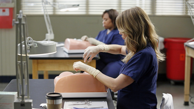 "GREY'S ANATOMY - ""Bad Blood"" - As Derek and April work around the clock to find a solution for the hospital, Cristina struggles to respect the wishes of a family whose son is dying. Meanwhile, Arizona empathizes with a teenager who faces problems similar to her own, on ""Grey's Anatomy,"" THURSDAY, JANUARY 31 (9:00-10:02 p.m., ET) on the ABC Television Network. (ABC/KELSEY MCNEAL)CHANDRA WILSON (BACKGROUND), ELLEN POMPEO"
