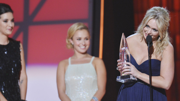 "THE 46TH ANNUAL CMA AWARDS - THEATRE - ""The 46th Annual CMA Awards"" airs live THURSDAY, NOVEMBER 1 (8:00-11:00 p.m., ET) on ABC live from the Bridgestone Arena in Nashville, Tennessee. (ABC/KATHERINE BOMBOY-THORNTON)HAYDEN PANETTIERE, MIRANDA LAMBERT"