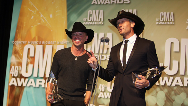 "THE 46TH ANNUAL CMA AWARDS - GENERAL - ""The 46th Annual CMA Awards"" airs live THURSDAY, NOVEMBER 1 (8:00-11:00 p.m., ET) on ABC live from the Bridgestone Arena in Nashville, Tennessee. (ABC/SARA KAUSS) KENNY CHESNEY, TIM MCGRAW"