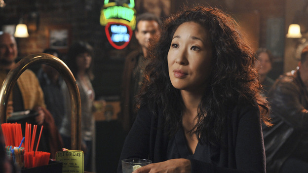 "GREY'S ANATOMY - ""There's No 'I' in Team"" - Cristina gets a drink at Joe's after work, on ""Grey's Anatomy,"" THURSDAY, OCTOBER 23 (9:00-10:01 p.m., ET) on the ABC Television Network. (ABC/ERIC MCCANDLESS) SANDRA OH"