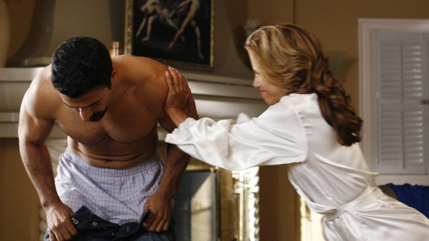 "DESPERATE HOUSEWIVES - ""Sweetheart, I Have to Confess"" - Gaby pushes Carlos out of the house before they get caught, on ""Desperate Housewives,"" SUNDAY, OCTOBER 29 (9:00-10:01 p.m., ET) on the ABC Television Network. (ABC/RON TOM) RICARDO ANTONIO CHAVIRA, EVA LONGORIA"