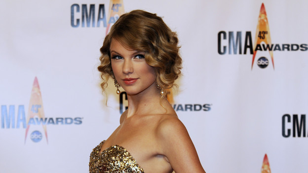 "THE 43rd ANNUAL CMA AWARDS - RED CARPET ARRIVALS - ""The 43rd Annual CMA Awards"" will be broadcast live from the Sommet Center in Nashville, WEDNESDAY, NOVEMBER 11 (8:00-11:00 p.m., ET) on the ABC Television Network. (ABC/DONNA SVENNEVIK)TAYLOR SWIFT"