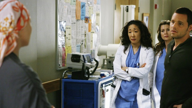 "GREY'S ANATOMY - ""Here's to Future Days"" - Izzie discusses with Cristina, Meredith and her new husband Alex, whether or not she should have a risky surgery that may be her only chance to survive, on ""Grey's Anatomy,"" THURSDAY, MAY 14 (9:00-11:00 p.m., ET) on the ABC Television Network. KATHERINE HEIGL, SANDRA OH, ELLEN POMPEO, JUSTIN CHAMBERS"