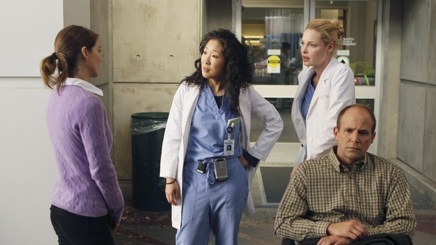 "GREY'S ANATOMY - ""Wishin' and Hopin'"" - The race for the Chief's position is on, as the doctors compete for Richard's affections, a surgical patient endangers the lives of those around her, and Meredith's Alzheimer's-stricken mother, Ellis, experiences a change in her medical condition, on ""Grey's Anatomy,"" THURSDAY, FEBRUARY 1 (9:00-10:01 p.m., ET) on the ABC Television Network. (ABC/MICHAEL DESMOND)ELLEN POMPEO, SANDRA OH, KATHERINE HEIGL, MATT McTIGHE"
