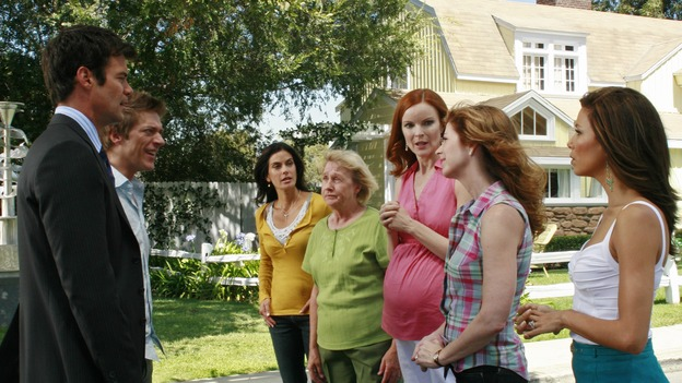 "DESPERATE HOUSEWIVES - ""Art Isn't Easy"" - Bob & Lee's contemporary water sculpture in their front yard prompts the Wisteria Lane neighborhood association into action, Edie finds out about the affair that Carlos is having with Gaby, and John Rowland, the Solis' former gardener, wants to rekindle his romance with Gaby, on ""Desperate Housewives,"" SUNDAY, OCTOBER 28 (9:00-10:01 p.m., ET) on the ABC Television Network.  (ABC/RON TOM)TUC WATKINS, KEVIN RAHM, TERI HATCHER, KATHRYN JOOSTEN, MARCIA CROSS, DANA DELANY, EVA LONGORIA"