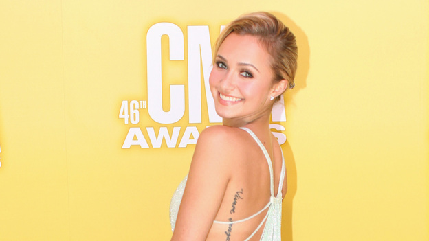 THE 46TH ANNUAL CMA AWARDS - RED CARPET ARRIVALS - &quot;The 46th Annual CMA Awards&quot; airs live THURSDAY, NOVEMBER 1 (8:00-11:00 p.m., ET) on ABC live from the Bridgestone Arena in Nashville, Tennessee. (ABC/SARA KAUSS)HAYDEN PANETTIERE