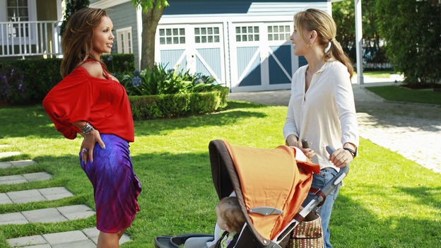 DESPERATE HOUSEWIVES - &quot;Secrets That I Never Want to Know&quot; - In the season premiere episode, &quot;Secrets That I Never Want to Know,&quot; airing SUNDAY, SEPTEMBER 25 (9:00-10:01 p.m., ET) on the ABC Television Network, Susan, Gaby, Bree, Lynette and Carlos must dispose of the body of Gaby's evil stepfather, who was killed by Carlos in order to protect his wife. But feelings of guilt begin to overcome everyone in different ways. Susan starts to withdraw from her friends and family, and Gaby works to reach out to Carlos while his guilt weighs heavily upon him. As Lynette and Tom are grappling with their disintegrating marriage and impending separation, Lynette is having trouble making the right choices ever since she participated in the cover-up. And Bree must be especially careful around her new love -- Detective Chuck Vance. Meanwhile, a sexy, new neighbor moves to town, Ben Faulkner, and he's Renee's first order of business. (ABC/RON TOM)VANESSA WILLIAMS, FELICITY HUFFMAN