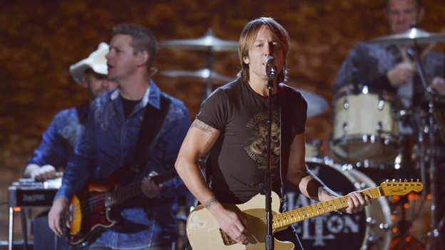 "THE 46TH ANNUAL CMA AWARDS - THEATRE - ""The 46th Annual CMA Awards"" airs live THURSDAY, NOVEMBER 1 (8:00-11:00 p.m., ET) on ABC live from the Bridgestone Arena in Nashville, Tennessee. (ABC/KATHERINE BOMBOY-THORNTON) KEITH URBAN"