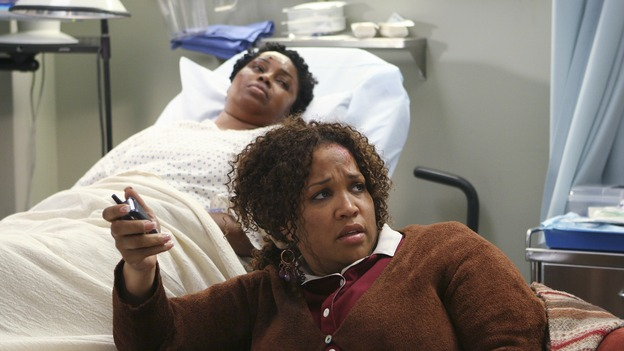 "GREY'S ANATOMY - ""INTO YOU LIKE A TRAIN"" (ABC/MICHAEL DESMOND)JULIETTE JEFFERS, KYM WHITLEY"