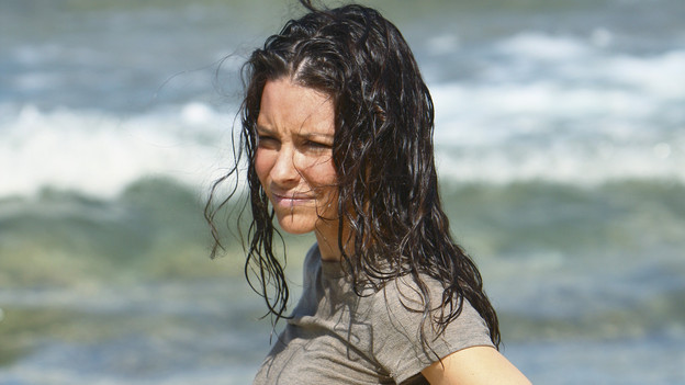 "LOST - ""The Last Recruit"" - Alliances are forged and broken as the Locke and Jack camps merge, on ""Lost,"" TUESDAY, APRIL 20 (9:00-10:02 p.m., ET) on the ABC Television Network. (ABC/MARIO PEREZ) EVANGELINE LILLY"