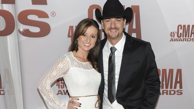 "THE 45th ANNUAL CMA AWARDS - RED CARPET ARRIVALS - ""The 45th Annual CMA Awards"" will broadcast live on ABC from the Bridgestone Arena in Nashville on WEDNESDAY, NOVEMBER 9 (8:00-11:00 p.m., ET). (ABC/JASON KEMPIN)MINDY CAMPBELL, CRAIG CAMPBELL"