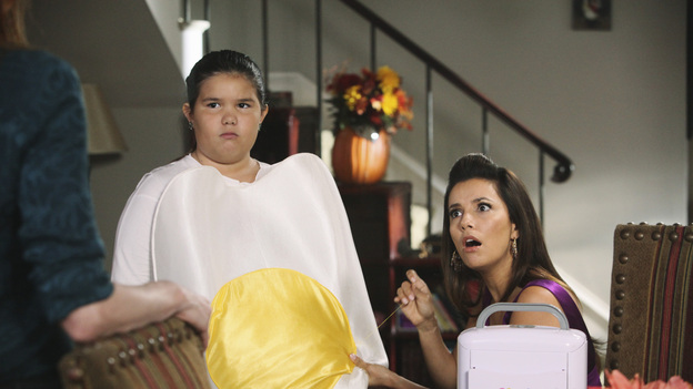 DESPERATE HOUSEWIVES - &quot;Witch's Lament&quot; - As Halloween approaches, Gaby, Bree and Lynette must attempt to exhume and move the body of Gaby's murdered stepfather after learning that Ben's real estate development excavation is taking place on that very spot. Meanwhile, Susan discovers that being art teacher Andre's (Miguel Ferrer) intern involves tending to matters that don't involve art; not to be outdone by Tom's new girlfriend, Lynette tries to construct a homemade Halloween costume for Penny; and Renee uses a little enticement to help spice up her first night of romance with Ben, on &quot;Desperate Housewives,&quot; SUNDAY, OCTOBER 30 (9:00-10:01 p.m., ET) on the ABC Television Network. (ABC/DANNY FELD)MADISON DE LA GARZA, EVA LONGORIA
