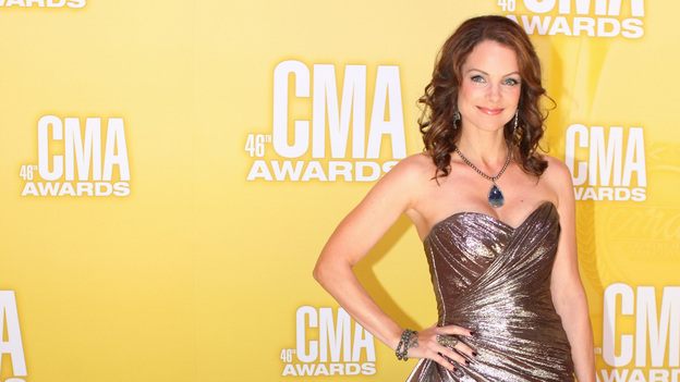 THE 46TH ANNUAL CMA AWARDS - RED CARPET ARRIVALS - &quot;The 46th Annual CMA Awards&quot; airs live THURSDAY, NOVEMBER 1 (8:00-11:00 p.m., ET) on ABC live from the Bridgestone Arena in Nashville, Tennessee. (ABC/SARA KAUSS)KIMBERLY WILLIAMS-PAISLEY
