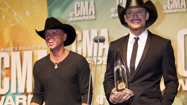 THE 46TH ANNUAL CMA AWARDS - GENERAL - &quot;The 46th Annual CMA Awards&quot; airs live THURSDAY, NOVEMBER 1 (8:00-11:00 p.m., ET) on ABC live from the Bridgestone Arena in Nashville, Tennessee. (ABC/SARA KAUSS)KENNY CHESNEY, TIM MCGRAW