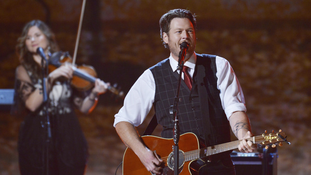 "THE 46TH ANNUAL CMA AWARDS - THEATRE - ""The 46th Annual CMA Awards"" airs live THURSDAY, NOVEMBER 1 (8:00-11:00 p.m., ET) on ABC live from the Bridgestone Arena in Nashville, Tennessee. (ABC/KATHERINE BOMBOY-THORNTON)BLAKE SHELTON"