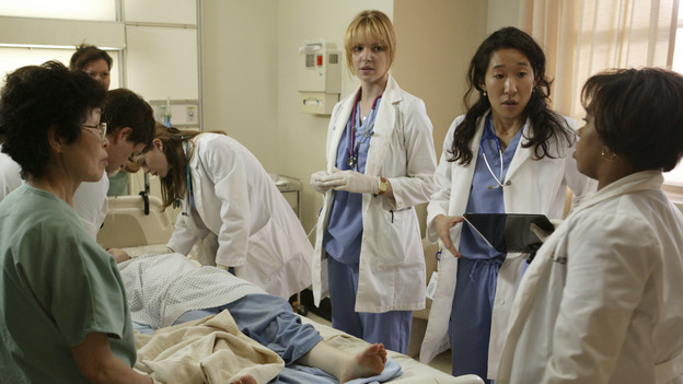 "100297_0719 -- COMPLICATIONS - ""PILOT"" (ABC/RICHARD CARTWRIGHT)ELLEN POMPEO, KATHERINE HEIGL, SANDRA OH, CHANDRA WILSON"