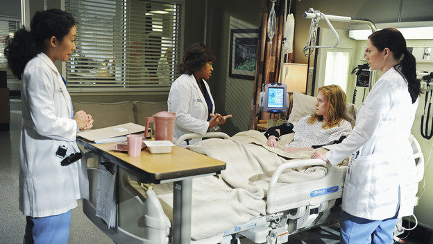 "GREY'S ANATOMY - ""Goodbye"" (ABC/ERIC MCCANDLESS)SANDRA OH, CHANDRA WILSON, ZOE BOYLE, CHYLER LEIGH"