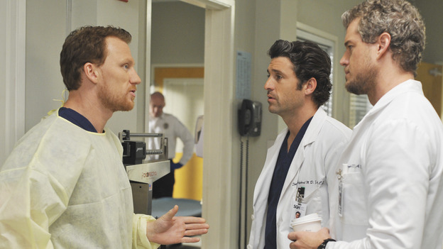 "GREY'S ANATOMY - ""Life During Wartime"" - Owen officially meets Derek and Mark as the new chief of trauma at Seattle Grace, on ""Grey's Anatomy,"" THURSDAY, OCTOBER 30 (9:00-10:01 p.m., ET) on the ABC Television Network. (ABC/ERIC MCCANDLESS) KEVIN MCKIDD, PATRICK DEMPSEY, ERIC DANE"