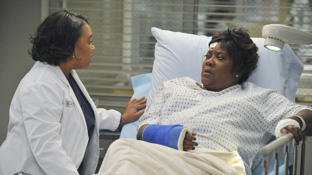 GREY'S ANATOMY - &quot;Not Responsible&quot; - Meredith must choose between her fertility treatments and her eyesight when she begins having trouble seeing, Mark makes it clear to Callie and Arizona that he takes his role as father-to-be very seriously, and April discovers there's more to Dr. Stark than first appears, on &quot;Grey's Anatomy,&quot; THURSDAY, FEBRUARY 24 (9:00-10:01 p.m., ET) on the ABC Television Network. (ABC/ERIC MCCANDLESS)CHANDRA WILSON, LORETTA DEVINE