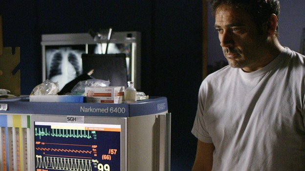 GREY'S ANATOMY - &quot;Rise Up&quot; - Izzie begins seeing Denny while helping a patient through a painful procedure, on &quot;Grey's Anatomy,&quot; THURSDAY, NOVEMBER 6 (9:00-10:01 p.m., ET) on the ABC Television Network. (ABC/SCOTT GARFIELD) JEFFREY DEAN MORGAN