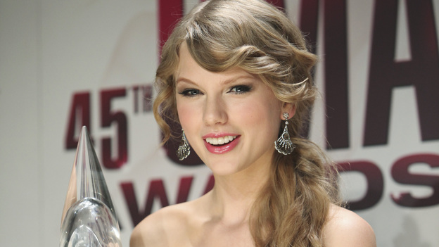 "THE 45th ANNUAL CMA AWARDS - GENERAL - ""The 45th Annual CMA Awards"" broadcast live on ABC from the Bridgestone Arena in Nashville on WEDNESDAY, NOVEMBER 9 (8:00-11:00 p.m., ET). (ABC/SARA KAUSS)TAYLOR SWIFT"