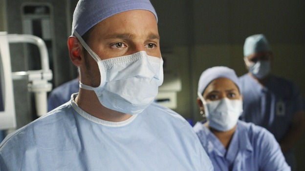 "GREY'S ANATOMY - ""Stand By Me"" - Alex and Bailey react to the news that Izzie has cancer, on ""Grey's Anatomy,"" THURSDAY, MARCH 19 (9:00-10:02 p.m., ET) on the ABC Television Network. (ABC/CRAIG SJODIN) JUSTIN CHAMBERS, CHANDRA WILSON (BACKGROUND)"