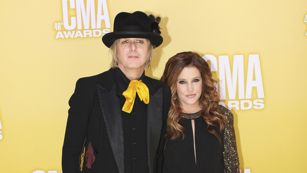 "THE 46TH ANNUAL CMA AWARDS - RED CARPET ARRIVALS - ""The 46th Annual CMA Awards"" airs live THURSDAY, NOVEMBER 1 (8:00-11:00 p.m., ET) on ABC live from the Bridgestone Arena in Nashville, Tennessee. (ABC/SARA KAUSS)MICHAEL LOCKWOOD, LISA MARIE PRESLEY"