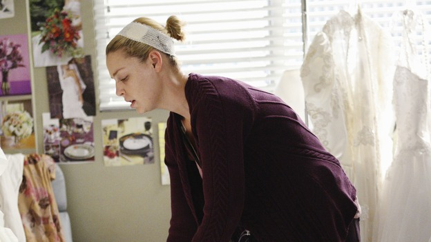 "GREY'S ANATOMY - ""Sweet Surrender"" - Izzie begins to feel sick after her cancer treatments, on ""Grey's Anatomy,"" THURSDAY, APRIL 23 (9:00-10:02 p.m., ET) on the ABC Television Network. (ABC/CRAIG SJODIN) KATHERINE HEIGL"