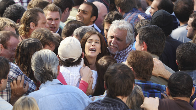 DESPERATE HOUSEWIVES - &quot;Down the Block There's a Riot&quot; - Paul's nefarious plan for Wisteria Lane is put into full effect, Juanita discovers Gaby's secret, Bree invites Keith to move in with her, and Tom is confronted about his past indiscretion with Renee, on &quot;Desperate Housewives,&quot; SUNDAY, DECEMBER 12 (9:00-10:01 p.m., ET) on the ABC Television Network. (ABC/CRAIG SJODIN)TERI HATCHER