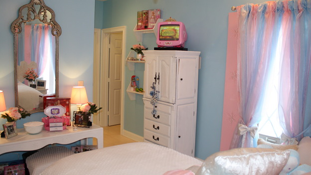 "EXTREME MAKEOVER HOME EDITION - ""Girard Family,"" - Girl's Bedroom, on ""Extreme Makeover Home Edition,"" Sunday, February 8th on the ABC Television Network."