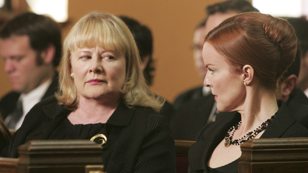 103265_024 -- DESPERATE HOUSEWIVES - - (ABC/VIVIAN ZINK)SHIRLEY KNIGHT, MARCIA CROSS